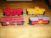 HO TRAIN LOT 4UPATSF. 4 BACHMANN TYCO FREIGHT CARS.