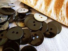 lot 18 boutons en NACRE Noir 2 trous style verni diamètre: 1,4 cm  ref 2078