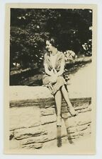 1930 YOUNG WOMAN CUTE FLAPPER GIRL FASHION DRESS JAZZ AGE FASHION VANTAGE PHOTO