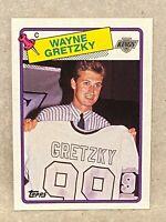 1988-89 Topps #120 Wayne Gretzky Sweater Version  Kings HOF