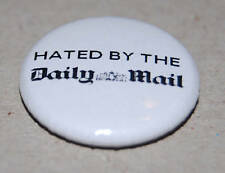 """HATED BY THE DAILY MAIL"" 25MM / 1 INCH BUTTON BADGE STEPHEN FRY"