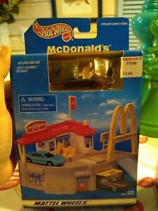 NEW Vintage 1998 Hot Wheels WORLD Mcdonalds Restaurant Playset with Car - SEALED
