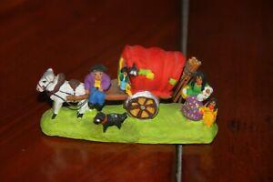santon terre cuite  Paul Fouque : roulotte de gitans, ours, singe  , h  3 cm