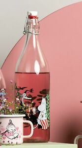 MOOMIN Muurla  glass bottle with metal clasp 1 L IN THE GARDEN