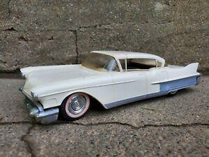 Jo-Han 1958 Cadillac Fleetwood Dealer Promo Friction 1:25 Plastic Model Car