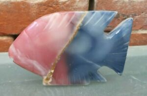 VINTAGE AGATE CARVED GREY AND BLUE FLAT FISH FIGURINE 15 X 10 X 2CMS DEEP