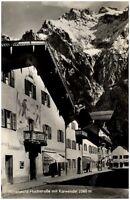 Mittenwald alte Ansichtskarte 1955 Straßenpartie in der Hochstraße mit Karwendel