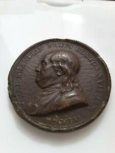Médaille Benjamin Franklin signée Dupré en bois durci ? 1706 1786