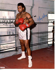 MUHAMMAD ALI - Great Color Photo - SIGNED In Person