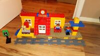 RARE LEGO DUPLO 3778 LEGO VILLE TRAIN STATION COMPLETE LOVELY CONDITION 2 FIGURE