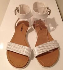 🍀Lds / Girls Sz 6 White & Silver Open Toe Gladiator Sandals W Ankle Strap New