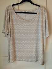 Old Navy XXL wavy stripe tshirt beige and white