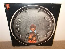 * The Bee Gees . Life In A Tin Can . RSO SO 870 . LP