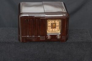 Vintage Art Deco 1940s Arkay Bakelite Tube Radio - Super Clean and Working