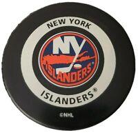 NEW YORK ISLANDERS NHL VINTAGE OFFICIAL GAME PUCK GARY BETTMAN INGLASCO -CANADA
