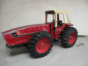 (1979) International Harvester 3588 2+2 Toy Tractor, 1/16 Scale