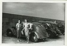 PHOTO ANCIENNE - VINTAGE SNAPSHOT - VOITURE AUTOMOBILE FEMME PARKING - CAR WOMAN
