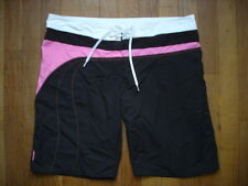 Short decathlon  taille 42 eur gay int