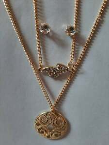 Metal necklace, golden color, in addition to a earring