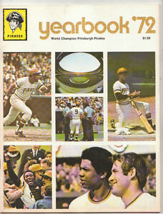 1972 PITTSBURGH PIRATES WILLIE STARGELL ROBERTO CLEMENTE YEARBOOK NM/MT