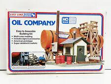 """LIFE-LIKE HO U/A """"OIL COMPANY"""" PLASTIC MODEL KIT #1349"""
