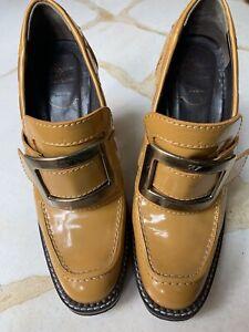 ROGER VIVIER. Mustard Patent Leather Heels. Size 38