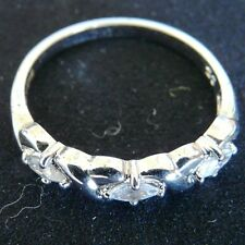 ** NEW ** 9ct White Gold Cubic Zirconia (CZ) Three-Stone Ring P 7.5