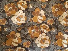 beau coupon de tissu en toile de jute fleuri