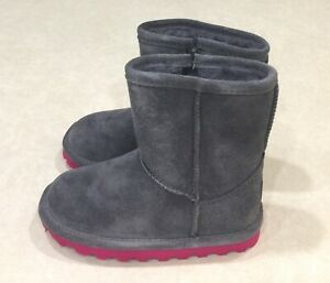 "NIB~BEARPAW ""Elle"" Toddler Charcoal & Pom Berry Zipper Boots~~Size 8"