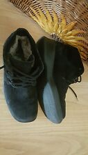 Very Comfy Black 100% Leather Suede Boots, linned with Lamb Fur in size 7.5-8