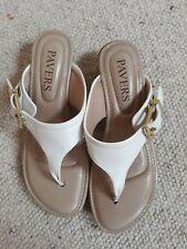 PAVERS: Ladies Toe Post Sandals Cream size 5 **Hardly Used**