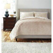 NIP Ashley Furniture Design Patterned Golden Beige Queen Coverlet & Shams Set 3p