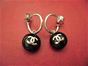 vintage Chanel CC logo black color dangle pierced earrings