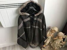 Cape Poncho with hood and rabbit fur , 20 % lana wool, 80 % Poliester