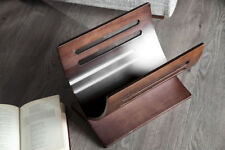 Mobili e pensili in legno marrone per la cucina