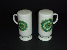 Vtg mid Century MOD Flower Power Footed Ceramic Salt Pepper Shakers Green Floral