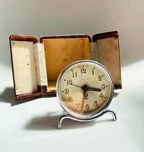 Vintage Jaz Art Deco French Travel Alarm Clock in leather case, 1940/60s Working