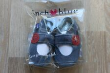 Inch Blue Krabbelschuhe Lederpuschen Mary Jane Button 0-6 Monate NEU