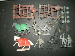 54MM PLASTIC FOOT AND MOUNTED KNIGHTS PLUS ARTILLERY   Lot 4