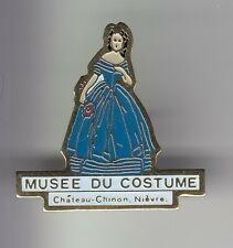 RARE PINS PIN'S .. ART MUSEE COSTUME ROBE MODE FASHION SEXY CHATEAU CHINON 58~C5