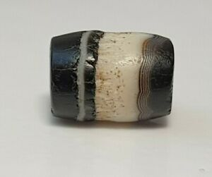 ANCIENT RARE INDO-TIBETAN SMALL BANDED SULEIMANI AGATE CHUNG BEAD (black&white)