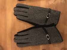 Ladies gloves  with wrist detail