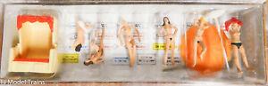 Preiser HO #10107 Nudist bathers w/Accessories (Plastic) 1:87th Scale