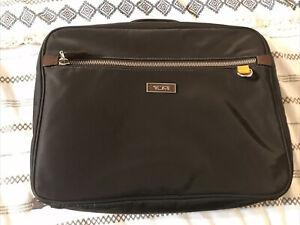 Rare Tumi Deauville zip-around Cosmetic Bag Travel Kit 048792B rtl 195$