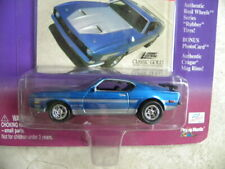1971 FORD MUSTANG BOSS      2000 JOHNNY LIGHTNING CLASSIC GOLD COLLECTION   1:64