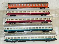5 tlg. Konvolut Arnold Personenwagen: 3781, 2x 3770, 2x 3202 Spur N