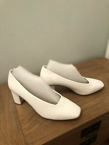 Ladies M&S Ivory Court Occasion Shoes VEGAN  SIZE 8 Wide Fit BNWT