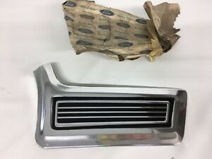 NOS 1967 67 FORD GALAXIE 500 XL BODY SIDE TRIM MOLDING Front Fender Right