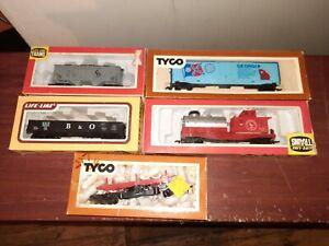 LOT OF 5 HO SCALE TRAIN CARS TYCO AND LIFE LIKE