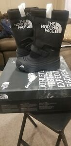 THE NORTH FACE   YOUTH  ALPENGLOW EXTREME  III   BLK/WHT. Size 2